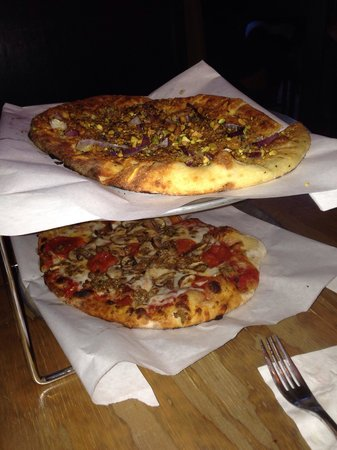 Blackbird Woodfire: Fresh pizza