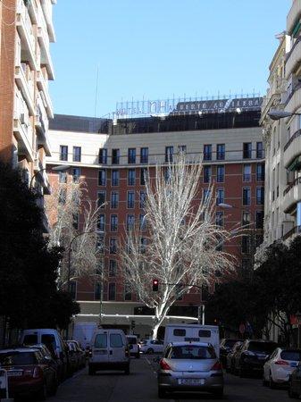 Leonardo Hotel Madrid City Center: Hotel y alrededores....