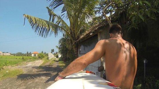 eHomestay Canggu : heading to the surf