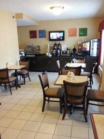 Days Inn Indiana : Breakfast area