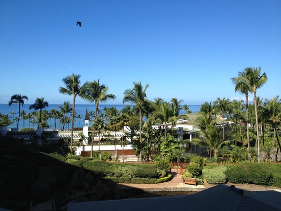 Grand Wailea - A Waldorf Astoria Resort: Partial ocean view, chapel in the background