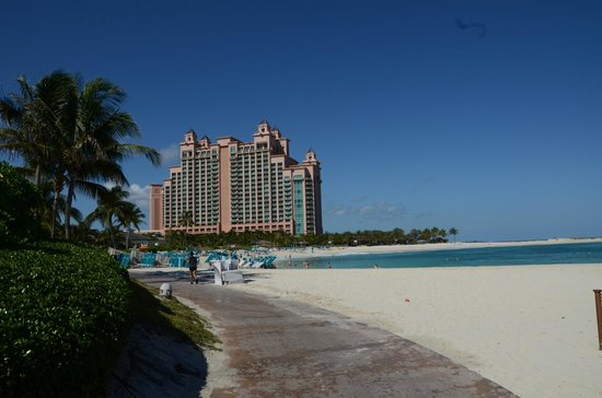 The Reef Atlantis, Autograph Collection: From the beach to the tower.