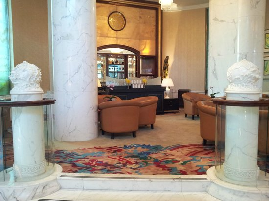 Shangri-La Hotel, Singapore: Small section of Valley Wing lounge