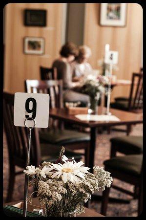 Delatite Hotel: Coffee and cake in the bistro?