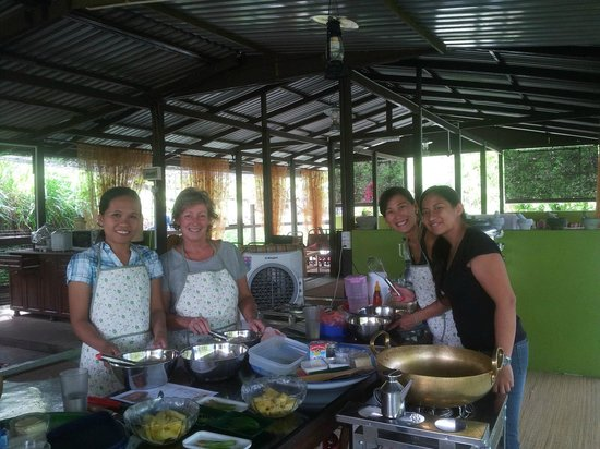 The Kebun: Brilliant Cooking Class run by Olivia and Lea