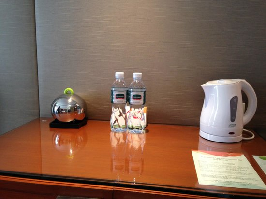 Courtyard by Marriott Bangkok: Free Water ;)