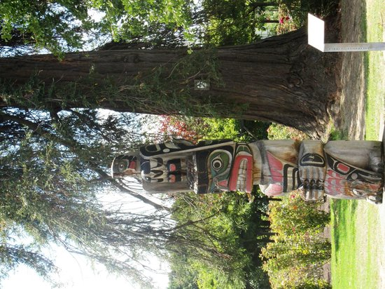 Government Gardens: Totem Pole