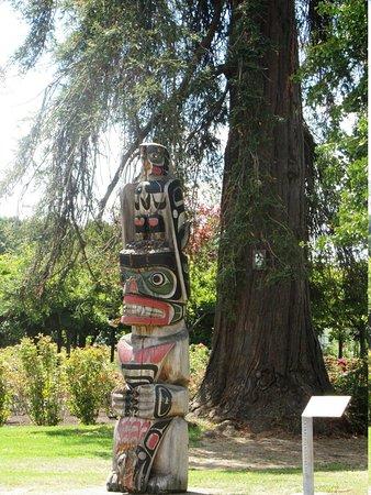 Government Gardens: Totem Pole