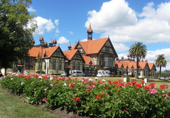 Government Gardens: Bathhouse Buildings & Gardens
