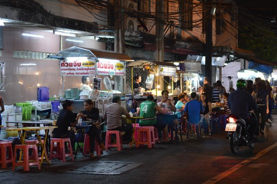 Marriott Executive Apartments Bangkok, Sukhumvit Thonglor : Thonglor station night market a few steps from Marriott
