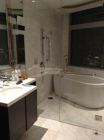 Marriott Executive Apartments Bangkok, Sukhumvit Thonglor : Bathroom