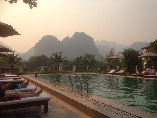 Riverside Boutique Resort : During the smoky season but still beautiful