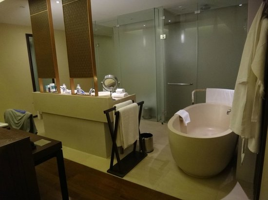 Vana Belle, A Luxury Collection Resort, Koh Samui : bathroom