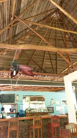 Bocawina Rainforest Resort & Adventures: A view of the amazing roof in the wild fig restaurant