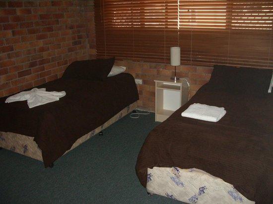 Jackie Howe Motel: bedroom in  3 bedroom unit