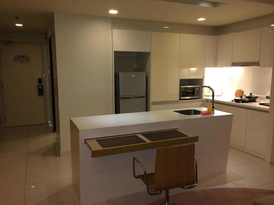 PARKROYAL Serviced Suites Kuala Lumpur : Fully functional kitchen