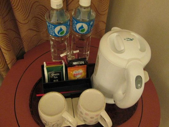 The Cityview Hong Kong: Drinking facilities in room @ Cityview Hotel, Hong Kong
