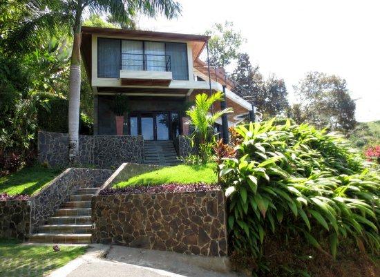 Paradise Breezes: Buena Vista front entrance