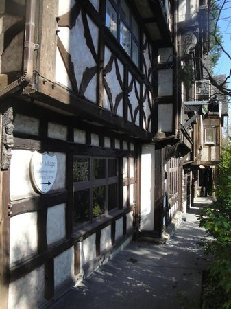 English Inn: Elizabethan Street