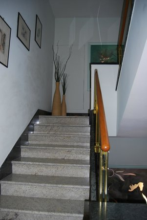 Comfort Hotel Gardenia Sorrento Coast: stairs/hallway