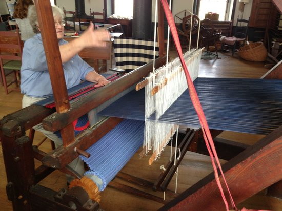 Shaker Village of Pleasant Hill - The Inn : Making a rug