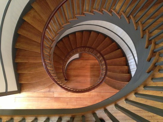 Shaker Village of Pleasant Hill - The Inn : Shaker staircase