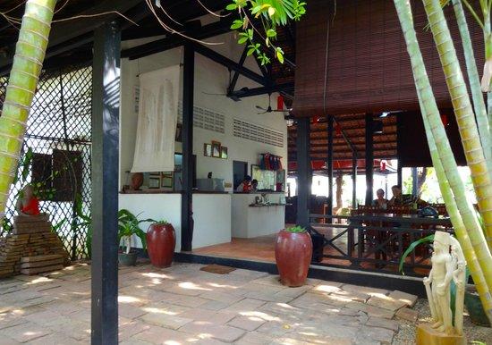 Borann, l'Auberge des Temples: Entrance and reception.