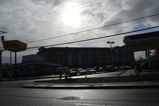 Holiday Inn Express & Suites Tacoma South - Lakewood: Road view