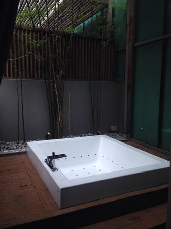 klapsons, The Boutique Hotel : Outdoor private jacuzzi