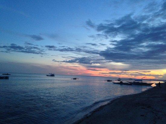 Malapascua Exotic Island Dive & Beach Resort: Vom Strand bei nacht