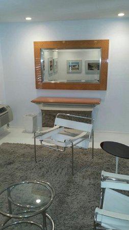 Movie Colony Hotel: Love the furniture