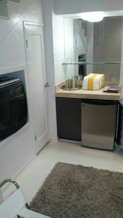 Movie Colony Hotel: Own fridge very useful