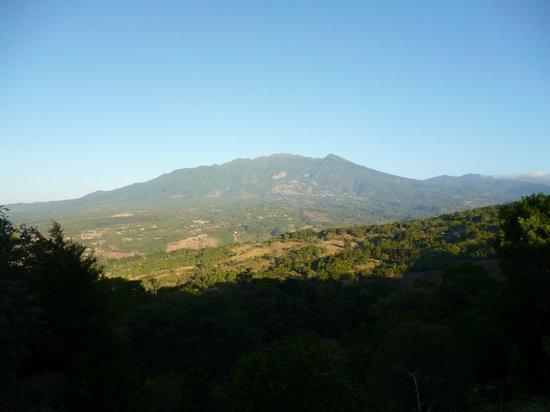Cabanas El Parador: Vista del volcán Barú