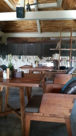 Sri Ratih Cottages: That rustic chic upper deck dining area.