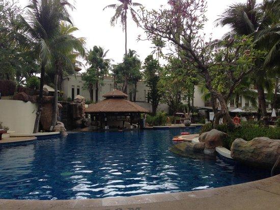Horizon Karon Beach Resort & Spa : One of 3 pools