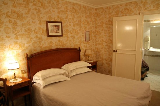 Hotel des Grandes Ecoles: double room with garden view