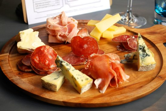 planche mixte de charcuteries et fromages affin s photo de chez stefs versailles tripadvisor. Black Bedroom Furniture Sets. Home Design Ideas
