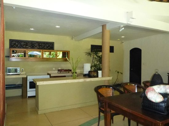 The Villas Bali Hotel & Spa : kitchen