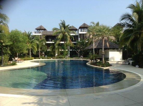Bangtao Beach Gardens Apartments: Main Pool