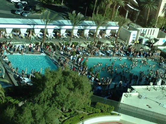 Signature at MGM Grand: Loud daily pool party outside Tower 1