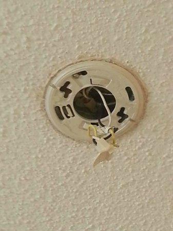 Super 8 Nashville/ Dntn/ Opryland Area: torn out smoke detector