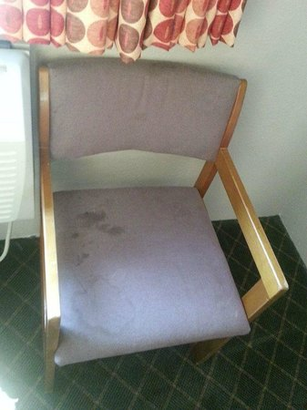 Super 8 Nashville/ Dntn/ Opryland Area: Stained furniture