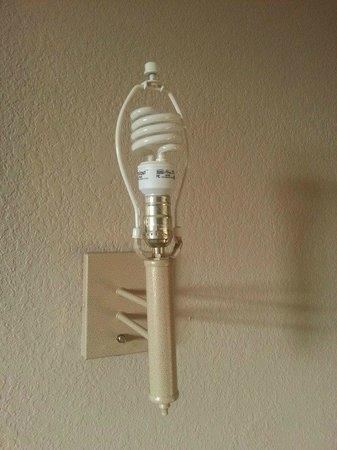 Super 8 Nashville/ Dntn/ Opryland Area: no lampshades