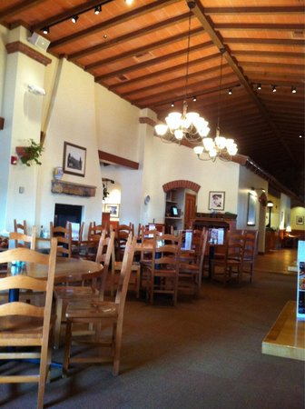 Dining room picture of olive garden omaha tripadvisor for Does olive garden do reservations