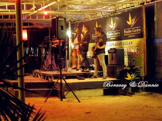 Paradise Garden Resort Hotel & Convention Center Boracay: the live band