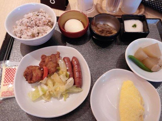 Dormy inn Premium Wakayama: 自助式早飯