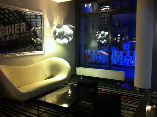 Tryp Berlin Mitte: Chill out area in the lobby