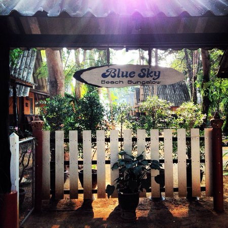 Blue Sky Beach Bungalow: The front