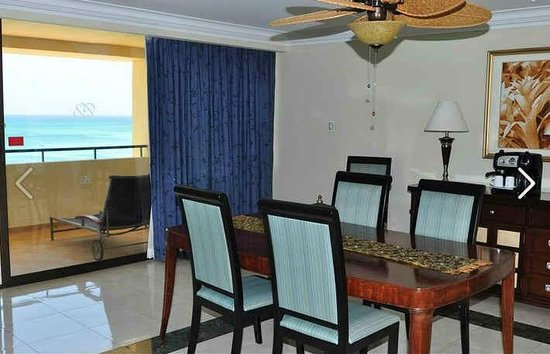 Occidental Grand Aruba All Inclusive Resort: Dining room
