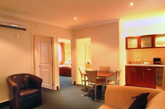 Emerald Spa Motor Inn: Air Con every suite